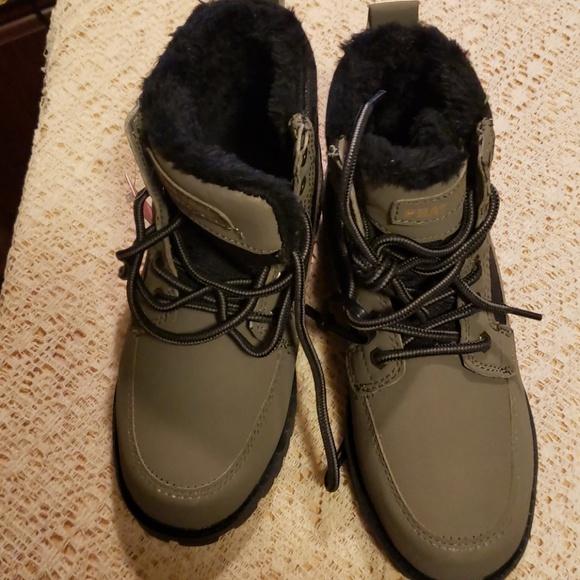 3c43b141e31 Boys 1.5 Phat Farm boots NEW